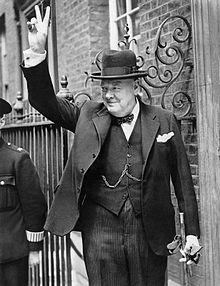 """Herr Winston Churchill, der nicht nur durch den """"Ackermanngruß"""" bekannt wurde.  Quelle:http://de.wikipedia.org/wiki/Winston_Churchill"""