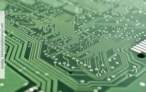 Servicetechniker, Techniker,Leiterplatte, Quelle: blickpixel/pixabay.com