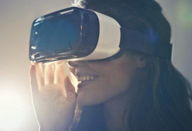 augmentedundvirtualreality_fraumitvrbrille