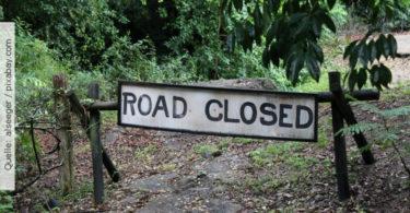 Erwartungshaltung_roadclosedsign