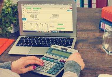 Gehaltsvorstellung_FrauamLaptop