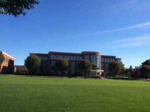 Uni-Gebäude auf dem Campus in Pennsylvania