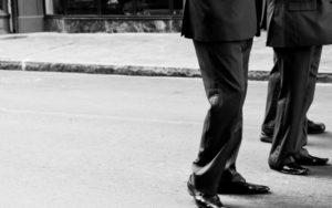 Beine von Geschäftsmännern