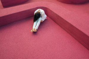 Mobbing am Arbeitsplatz führt zur Verzweiflung. (Quelle: Foundry / pixabay.com)